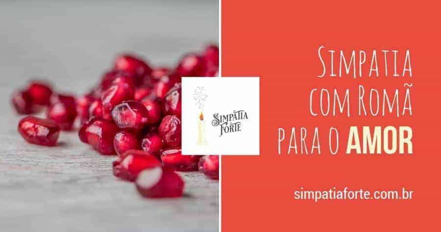 sementes vermelhas e translucidas de romã em uma superfice clara