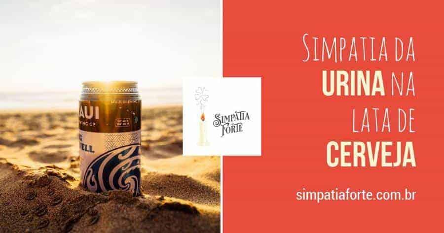 Uma lata de cerveja na areia